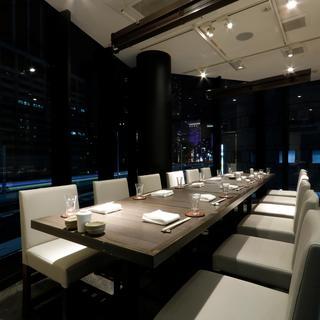 夜景の見えるテーブル席は、2名様〜最大14名様で、貸切も可