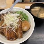 松屋 - 牛と味玉の豚角煮丼