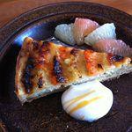 カフェトリコ - グレープフルーツとピスタチオのタルト