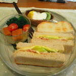 WaWa - サンドイッチプレート(893円)