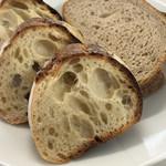 115444723 - バゲット(右はテルタケのパンです)