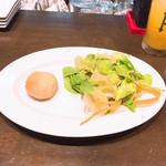 オステリア ヨシ - サラダとパン