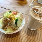 ナマステ・ネパール - ランチのサラダとドリンク