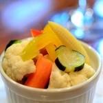 クアトロ - うずらの卵とお野菜のピクルス(380円)