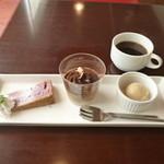11546965 - ランチ デザート 紅芋のチーズケーキ・キャラメルパンナコッタ
