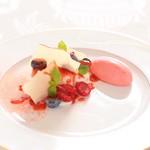 ヴィーナスコート 佐久平 - ホワイトチョコムースと赤い果実 フランボワーズのソルベ