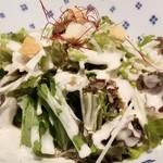 焼肉 充 - ⑦シーザーサラダ(複数種類から1種類選択)       これは2人で1皿。       野菜好きなので、しっかり取ります。