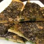 焼肉 充 - ⑧海苔チヂミ(複数種類から1種類選択)       1人2枚程で、1皿で2人前です。       次女は韓国海苔が大好きなので、強制的に海苔チヂミを選択。