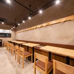 大衆肉酒場 ゼニバ - テーブル席