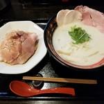 おれ流ラーメン鶏さき麺いち - 料理写真:クリーミー鶏しょうゆ白湯 & ローストポーク丼(並)