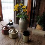 そば切り 蔦屋 - テーブルに花
