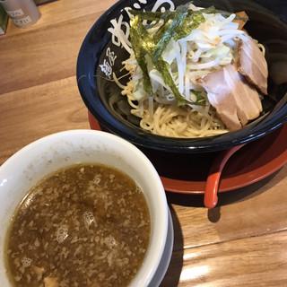 麺屋めじろ - 料理写真:濃厚魚介とんこつつけ麺 やさいトッピング