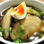 麺篤屋 - チャーシュー丼。中華風にとろみがついたあんかけ仕立てなのが珍しいです。