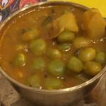 リトル カトマンドゥ - 枝豆とジャガイモのカレー
