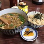 うどん一 - カレーうどんと、かやくご飯のセット700円(税込)