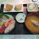 新潟本町 鈴木鮮魚 - 海鮮丼 1,080円