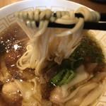 115499681 - 海老ワンタン醤油らーめん  麺  リフト