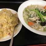 弘福 - 野菜たっぷり刀削麺とチャーハン