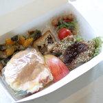 米day no.1 - 車麩カツとトマトをはさんだ人気の野菜サンド弁当850円