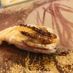 寿司割烹・難波 - のど黒 炭火下炙り       炭を上からそっと押し当て炙る
