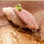 寿司割烹・難波 - 居着きのアジ  回遊しない富山湾育ち  柔らかく美味しい