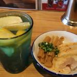 阿波尾鶏中華そば藍庵 - 阿波尾鶏炭火炙り焼きとレモンサワーです☆ 2019-0914訪問