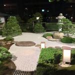 115514150 - 大橋川を背景にお庭があります