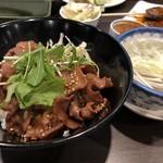 牛たん炭焼き 利久 - 牛タン丼