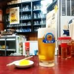 エビス・元祖牛煮込 - ドリンク写真:元祖牛煮込 エビス@山形 生ビールとお通し(たくあん)