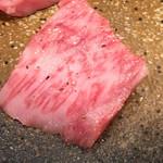 焼肉どころ頂 - 特選カルビ(アップ)