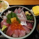 遊酒 花房 - 料理写真:地魚海鮮丼特上8種盛り1,480円