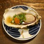 牡蠣と燻屋 かつを - プリプリ感MAXな「生牡蠣」を牡蠣醤油を交えて楽しんだ後は