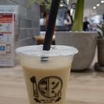 パールレディチャバー - ドリンク写真:蜜烏龍茶ラテ370円