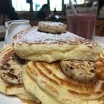 bills - 料理写真:リコッタパンケーキ w/ バナナ、ハニーコームバター