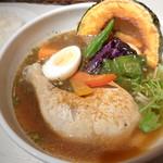 スープカリーシーエス - でっかいチキンとごろごろ野菜がおいしそう