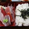 潤鮨 - 料理写真:ちらしはセパレートタイプ。味噌汁も付きます。