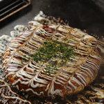 ひよ粉 - 山芋たっぷりふわふわの関西風お好み焼き豚玉 580円
