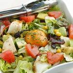 ひよ粉 - 9種類の野菜をバルサミコドレッシングと卵黄で絡めるひよ粉サラダ 730円