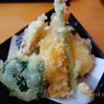 あゆや よねくら - サクッと揚がった天ぷら