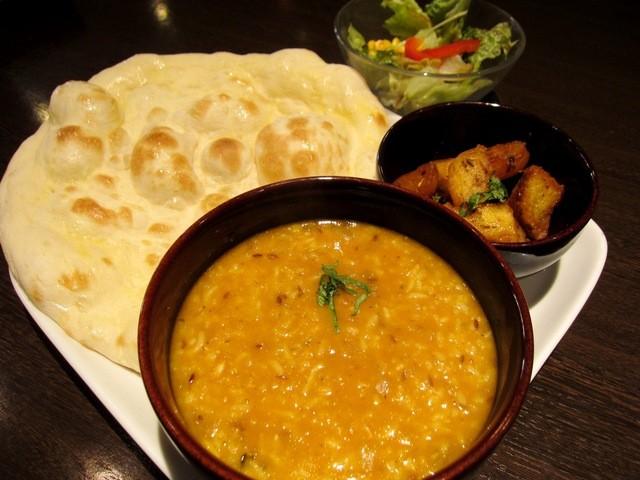 インドの恵み - ②キチュリランチです サラダ・サブジ・ベビーナンが付きます