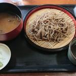 和田峠農の駅 - ざるそば 800円ときのこ汁 250円