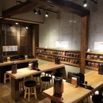 四川担々麺 赤い鯨 - テーブル席
