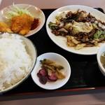 大清 - グルメB とんかつと回鍋肉のセット 750円