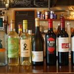 ARCH seaside cafe&bar - 豊富なワインのラインナップ