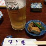 あじ亀 - 料理写真:生ビールとお通しです。銘柄はアサヒスーパードライです