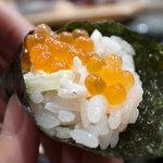 築地玉寿司 - いくらサラダ巻