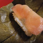 九和楽 - 柿の葉寿司「鮭」