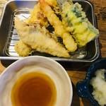立ち呑み あたりや食堂 - 天ぷら5種盛り合わせ