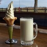115586004 - 名物「ジョッキ牛乳」と牛乳風味の「ソフトクリーム」
