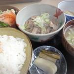 マタギ - 料理写真:豚もつ煮定食 ¥1300